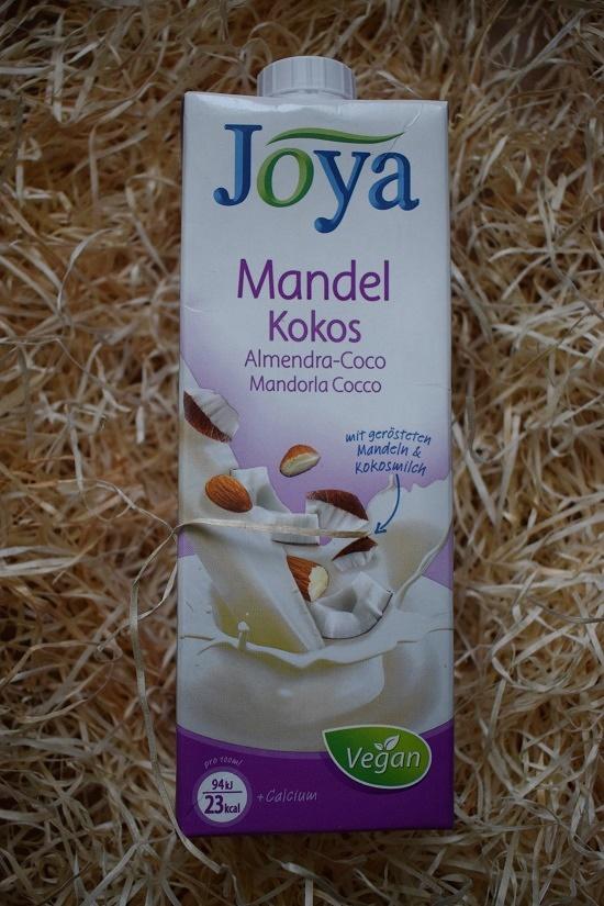 Brandnooz Genussbox Dezember Joya Mandel Kokos Drink Probenqueen