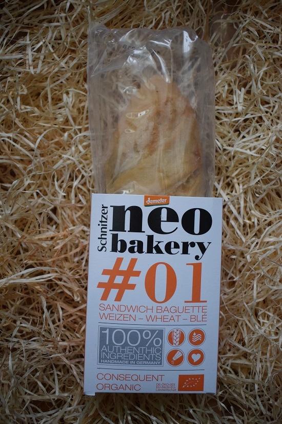 Brandnooz Genussbox Dezember Neo Bakery Baguette Probenqueen