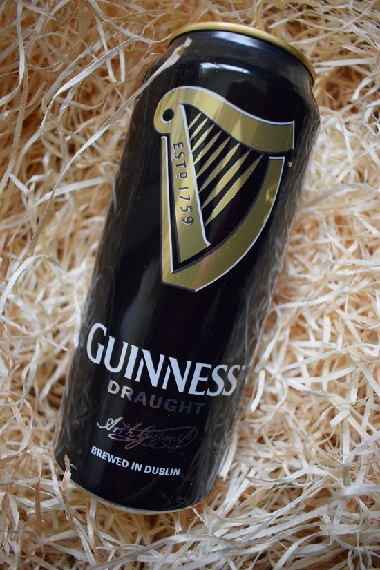 Brandnooz Box Dezember Guinness Bier Dose Probenqueen