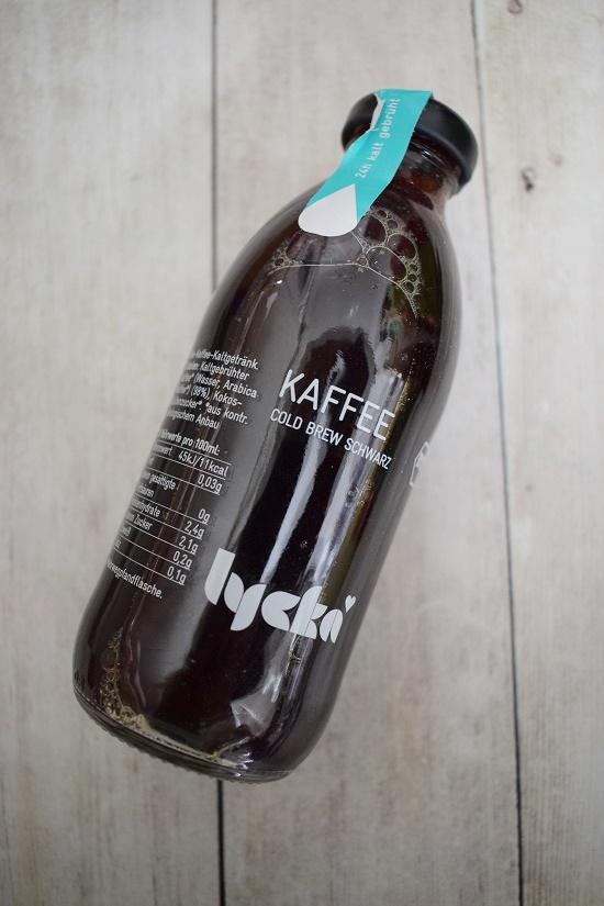 Brandnooz Genussbox Mai Flasche Lycka Kaffee cold brew schwarz Probenqueen