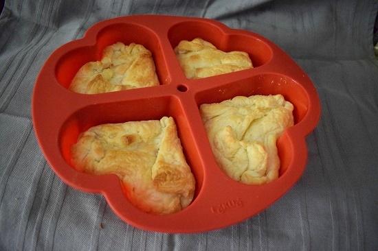 Pink your kitchen Blätterteig gebacken in roter Silikon-Herz-Backform www.probenqueen.de