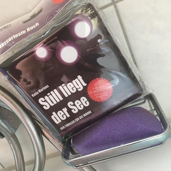 Still liegt der See Edition Wannbuch auf Seifenablage Probenqueen